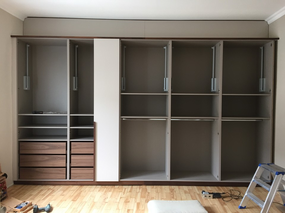 kleiderschrank rudi rehle b ro f r gestaltung m belwerkst tte schreiner aichach. Black Bedroom Furniture Sets. Home Design Ideas